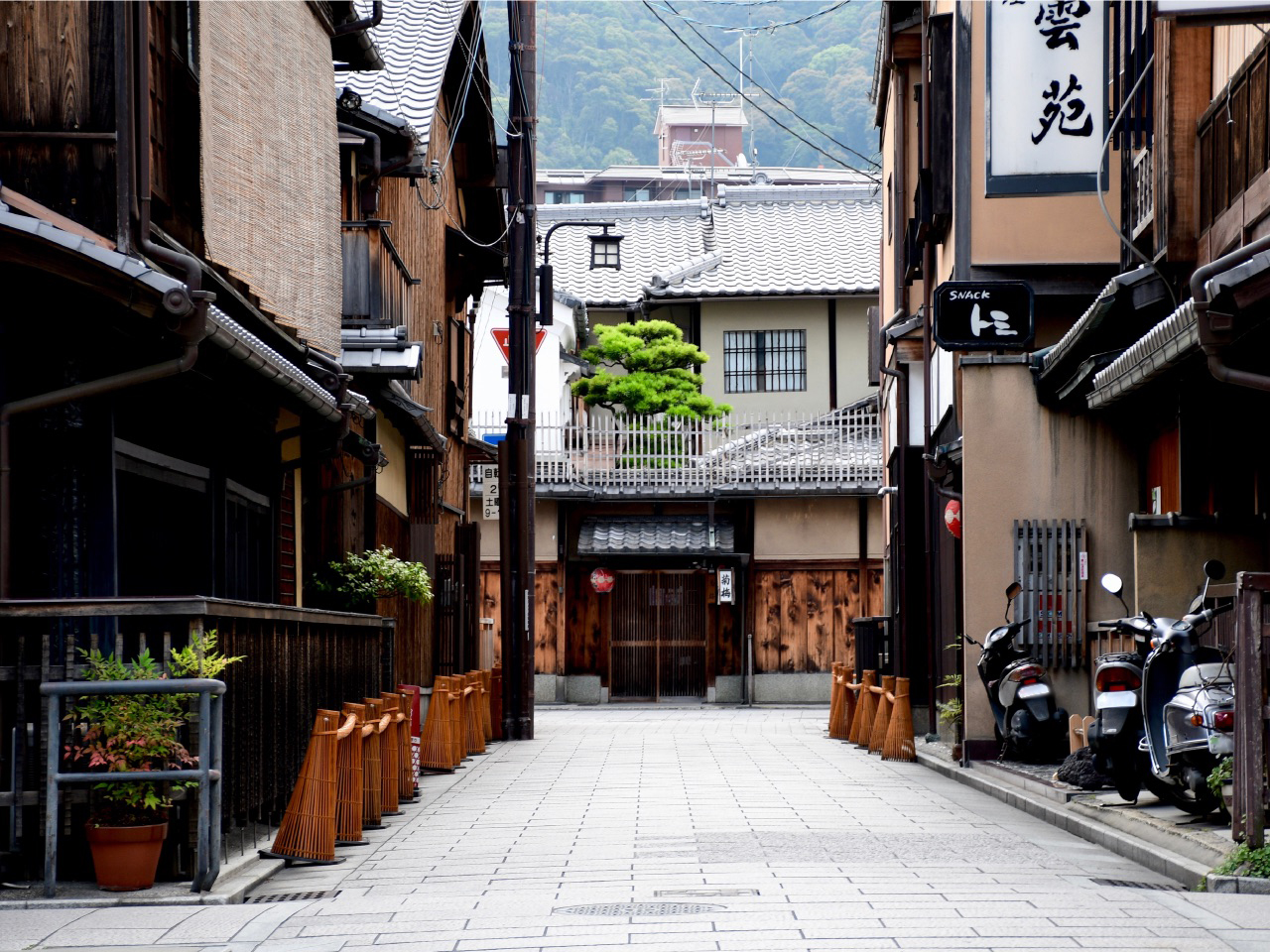 An Early Morning Walk in Gion, Kyoto